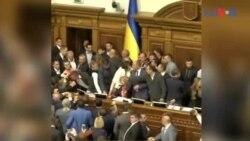 یوکرائن کی پارلیمنٹ میں ہاتھا پائی