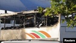 載有以色列旅遊者的保加利亞巴士被襲擊後焚毀
