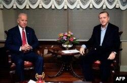Biden Erdoğan'a Geçmiş Olsun Dedi