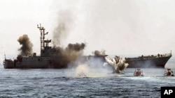 伊朗军舰在波斯湾演习