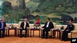 美国防部长马蒂斯与中国国家主席习近平在人民大会堂会面