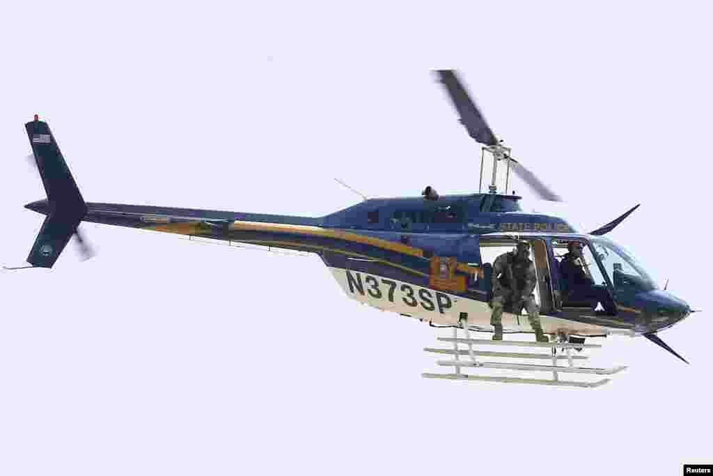 بیٹن روج میں حملے کے بعد ہیلی کاپٹر کے ذریعے فضائی نگرانی کی جا رہی ہے۔