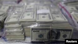 Si el 50 por ciento de las personas del planeta reunieran su dinero, es decir unas 3,500 millones de personas, lograrían igualar la misma cantidad de dinero que poseen las 85 personas más ricas del mundo.