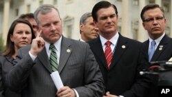 共和党议员在新闻发布会上