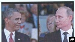 Gambar Presiden AS Barack Obama dan Presiden Rusia Vladimir Putin terlihat di layar raksasa saat kedua pemimpin negara tersebut tiba di Ouistreham, Normandia dalam peringatan 70 tahun invasi D-Day (6/6).