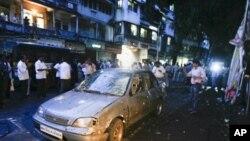 Бомбашки напади во Индија, 17 загинати