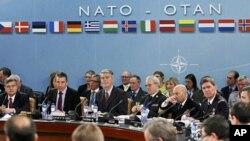 北约国防部长们4月18号在北约布鲁塞尔总部举行会议