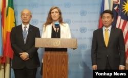 30일 미국 뉴욕 유엔본부에서 유엔 안전보장이사회가 전체회의를 열고 북한의 5차 핵실험에 대응하는 대북제재결의안을 채택한 직후 미국과 한국, 일본대사가 기자회견을 하고 있다. 왼쪽부터 벳쇼 고로 일본대사, 사만다 파워 미국대사, 오준 한국대사.