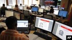 国际刑警组织(Interpol)的工作人员(资料照片)