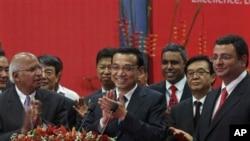 中國總理李克強5月21日訪問印度孟買時與媒體互動。