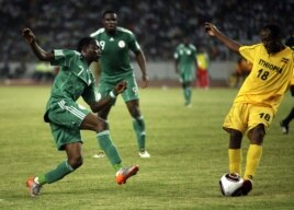 Nigeria's Ahmed Musa (C)is challenged by Ethiopia's Mengistu Assefa Sendeku during their African Cup of Nations qualifier soccer match in Abuja, Nigeria, March 27, 2011.