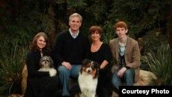 """来自加利福尼亚州第23选区的众议员凯文.麦卡锡""""全家福""""(麦卡锡议员办公室)"""