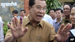 Prime Minister Hun Sen on Friday reaffirmed his temporary ban on economic land concessions, telling a weekly Cabinet meeting the ban could last as long as he is in politics.