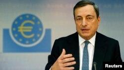 Presiden Bank Sentral Eropa, Mario Draghi memberikan keterangan pers di Frankfurt, Jerman (foto: dok).