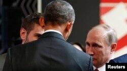 Барак Обама і Володимир Путін розмовляють у Лімі