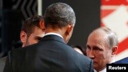 President Barack Obama talks with Russian President Vladimir Putin at the APEC Economic Leaders' Meeting in Lima, Peru, Nov. 20, 2016.