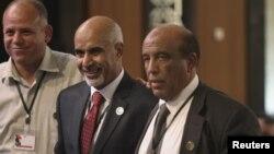 Председатель Национального конгресса Ливии Мохаммед аль-Магариф (в центре)