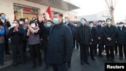 Presiden China Xi Jinping melakukan inspeksi upaya penanganan virus korona di Beijing, China (10/2).