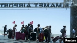 Tourists queue to leave Tunisia at the Enfidha international airport, June 27, 2015.