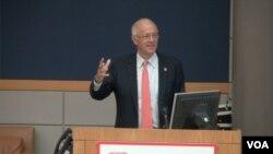 美中关系全国委员会主席斯蒂芬•欧伦斯在2014年外交政策研讨会开幕式上讲话