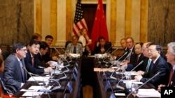 11일 워싱턴에서 열린 제 5차 미-중 전략경제대화에 참석한 미국과 중국의 대표단이 회의를 진행 중이다.