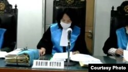 Majelis hakim PTUN Jakarta yang memimpin sidang putusan gugatan internet Papua. (Foto: Courtesy)