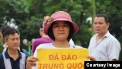 Bà Trần Thị Nga từng nhiều lần xuống đường.