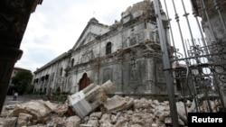 Пошкоджений землетрусом собор