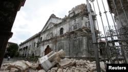 Oštećena bazilika Minore de Sto Nino de Čebu