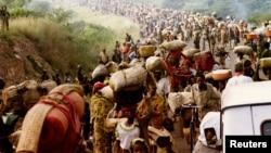 Qaxootigii Rwanda ee u qaxayay Tanzania, May 30, 1994.