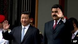委內瑞拉總統馬杜羅2014年7月20日在卡拉卡斯歡迎到訪的中國國家主席習近平。