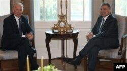 Phó Tổng thống Hoa Kỳ Joe Biden (trái) và Tổng thống Thổ Nhĩ Kỳ Abdullah Gul hội đàm tại thủ đô Ankara, Thổ Nhĩ Kỳ