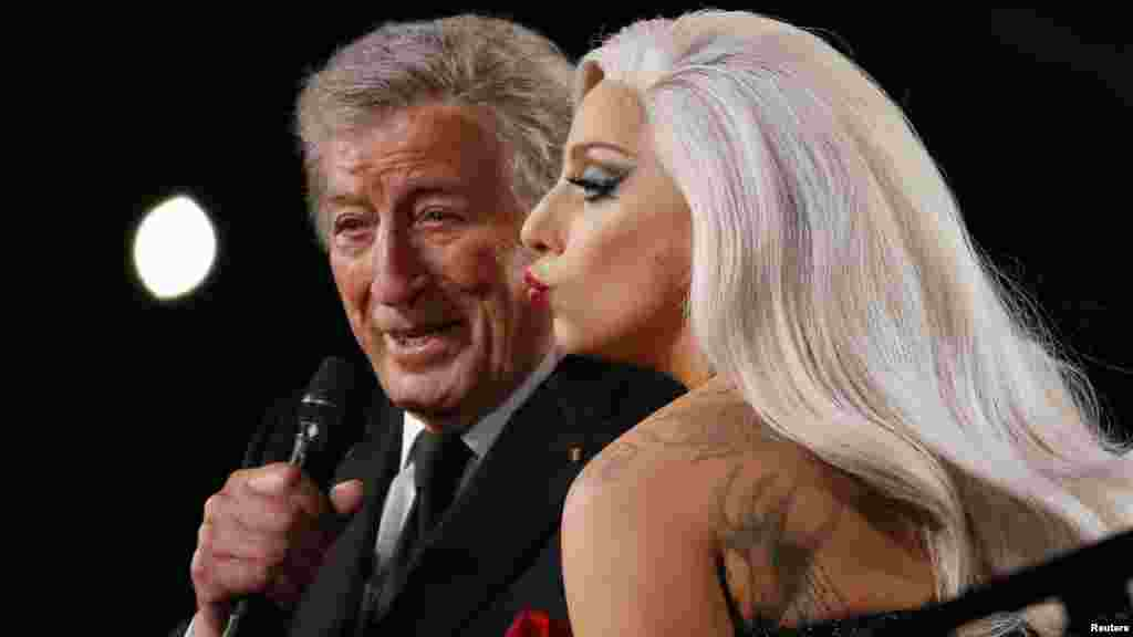 "Lady Gaga y Tony Bennett, ganaron el premio al Mejor Album Pop tradicional con ""Cheek to Cheek,&quot."