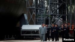 Kim Jong Un visits a submarine factory