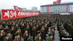 지난해 2월 북한 평양에서 핵 실험 성공을 축하하는 집회에 군인들이 참석했다.