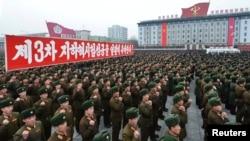 지난 2월 북한 평양에서 핵 실험 성공을 축하하는 집회에 군인들이 참석했다.