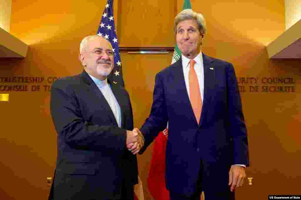 جان کری و محمدجواد ظریف، در حضور خبرنگاران با هم دیدار کردند.
