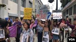Venesuela ayollari namoyishda
