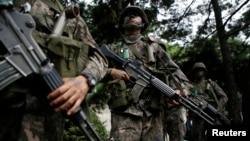 지난 8월 미-한 연합 군사 훈련인 '을지프리덤 가디언' 연습이 서울에서 시작된 가운데, 한국 군인들이 반테러 훈련 중이다. (자료사진)