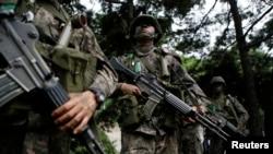 지난 18일 서울에서 실시된 미-한 연합 군사 훈련 '을지프리덤 가디언' 연습에서 한국 군인들이 반테러 훈련 중이다.