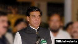 Perdana Menteri Pakistan Raja Pervez Ashraf (Foto: dok). Biro Anti-Korupsi Pakistan menolak perintah Mahkamah Agung untuk menangkap PM Raja Pervez Ashraf atas tuduhan korupsi, karena pihaknya tidak memiliki cukup bukti, Kamis (16/1).