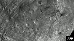 Hành tinh nhỏ Vesta đo được khoảng 530 kilomet bề ngang, là thiên thể lớn thứ nhì trong vành đai hành tinh nhỏ chính của Thái Dương Hệ