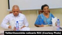 Jean-Marc Kabung (G), 1er vice-président ya Assemblée nationale na mokambi ya Assemblée nationale Mabund na likita na Palais du peuple, Kinshasa, 16 aout 2019. (Twitter/Assemblée nationale RDC)