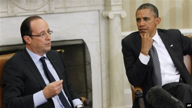 French President Francois Hollande (left( and President Barack Obama hold discussions at the White House, May 18, 2012