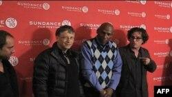 """Bil Gejts (levo), Džefri Kanada i reditej Dejvis Gugenhajm (skroz desno) pred prikazivanje """"Čekajući Supermena"""" na festivalu Sandens"""