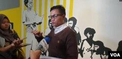 Direktur Eksekutif Amnesty International Indonesia Usman Hamid. (Foto: Sasmito Madrim/VOA)