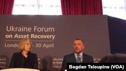 Britanska premijerka Tereza Mej i Ukrajinski državni tužilac Oleh Maknitski na konferenciji o vraćanju proneverenog novca u Londonu