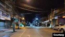 COVID 19 ျပည္တြင္းကူးစက္မႈစတင္ခဲ့တဲ့ မဲေဆာက္ျမိဳ ့မွာ ဒီရက္ပုိင္းမွာ တိိတ္ဆိတ္ျငိမ္သက္သြားတဲ့ ညဘက္ျမင္ကြင္း။ (ဓာတ္ပံု - Thai social media)
