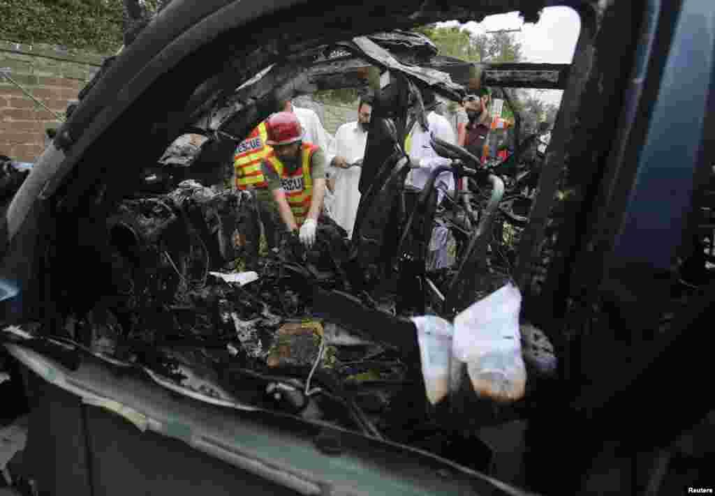 خود کش حملے کا نشانہ بننے والی گاڑی