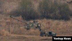 지난 1일 경기도 파주시 접경지역에서 K-9 자주포가 대기하고 있다. 한국 정부는 북한이 지난달 31일부터 군사분계선(MDL) 북방 여러 곳에서 GPS 교란 전파를 발사하고 있다며 즉각적인 중단을 요구했다.